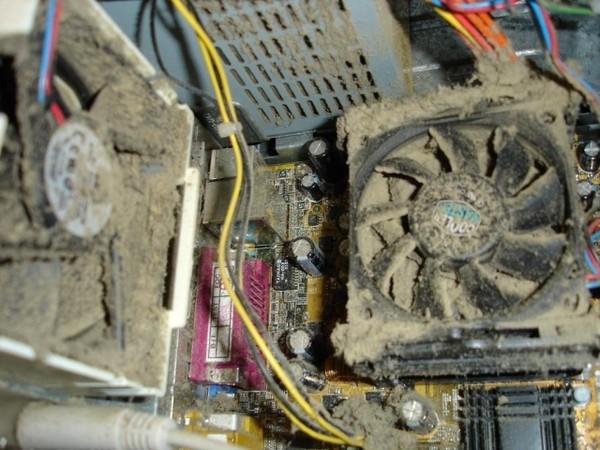 Фото почему гудит и сильно шумит компьютер. Причиной этого может быть грязный кулер на материнской плате или корпусе