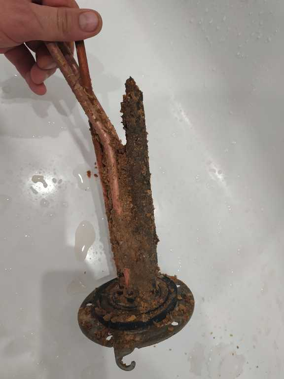 Фото Чому потрібно чистити бойлер від накипу?