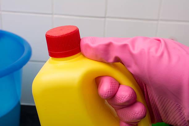 Фото Чтобы убрать неприятный запах из стиральной машины - примените отбеливатель