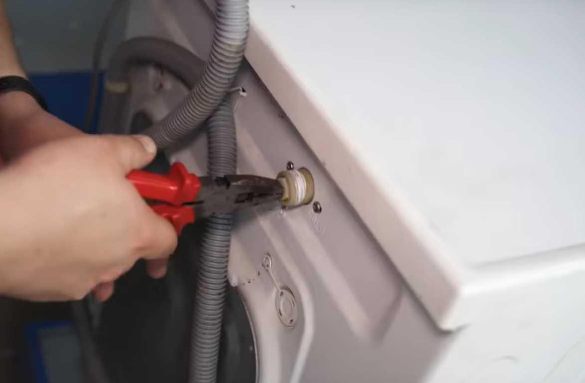Фото пральна машина погано набирає воду - можливо засмічений фільтр подачі води