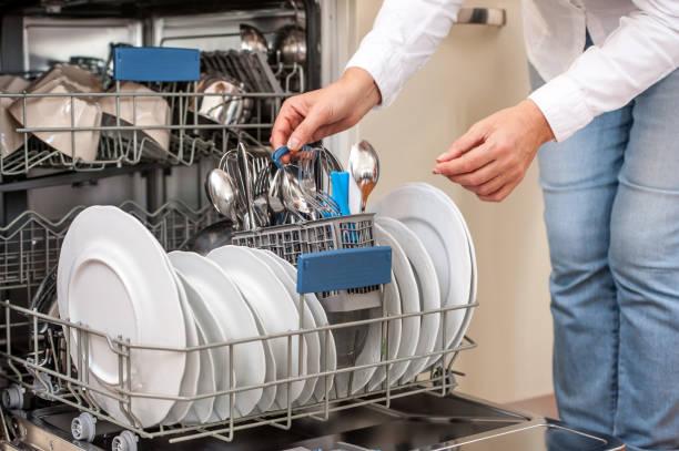 Фото Как правильно мыть посуду в посудомоечной машине - советы Аллмастер