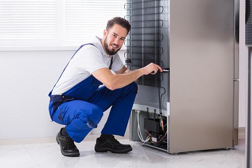 Фото Мастер по ремонту бытовой техники - работа по диагностике неисправности холодильников