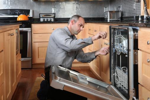 Фото Мастер по ремонту бытовой техники - работа по установке посудомоечных машин