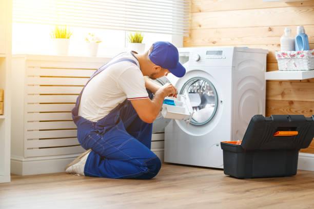 Фото Мастер по ремонту бытовой техники - работа над устранением неисправности стиральной машины