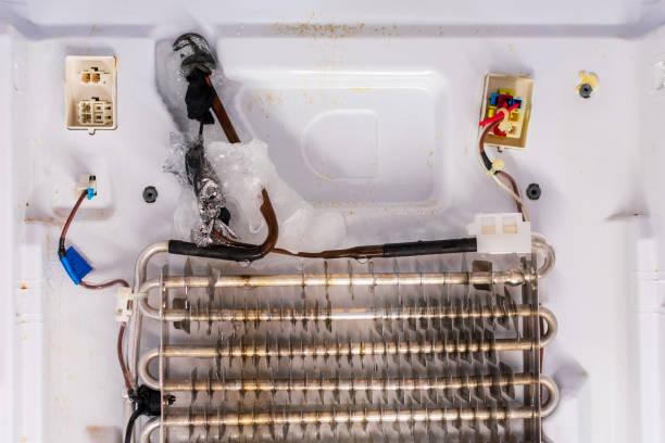 Фото намерзания на задней стенки холодильника - засорение капилярного трубопровода
