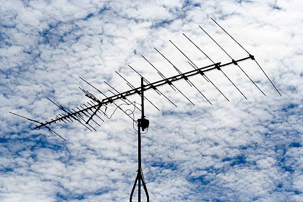 Фото неисправность антенны - одна из причин почему рябит или снежит телевизор
