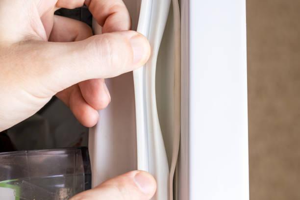 Фото Чому холодильник не холодить - перевірте щільність прилягання двері