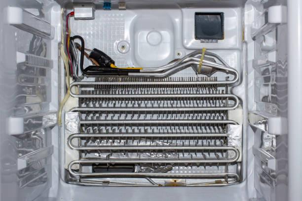 Фото Чому холодильник не холодить - витік холодоагенту в районі сталевого контуру