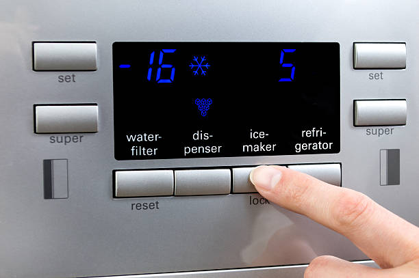 Фото Чому льодогенератор в холодильнику повільно працює - встановіть необхідний температурний режим