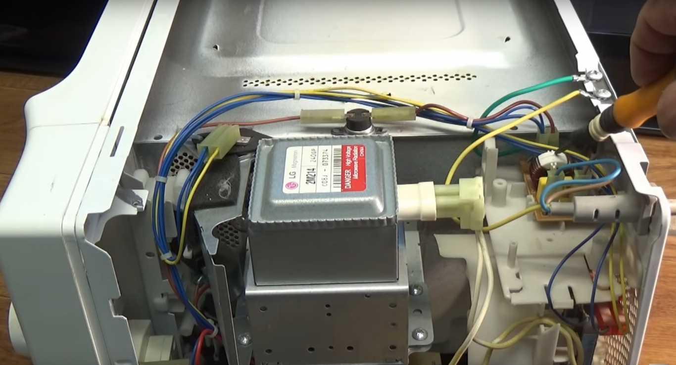 Фото Почему не греет микроволновка - одна из причин в плате фильтров