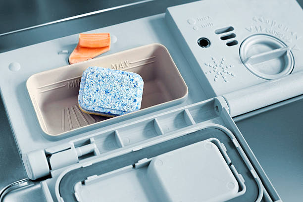 Фото чому посудомийна машина не миє посуд - низькоякісний мийний засіб