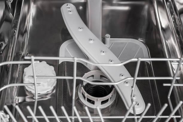 Фото чому посудомийна машина не миє посуд - поломка крильчатки розпилювача