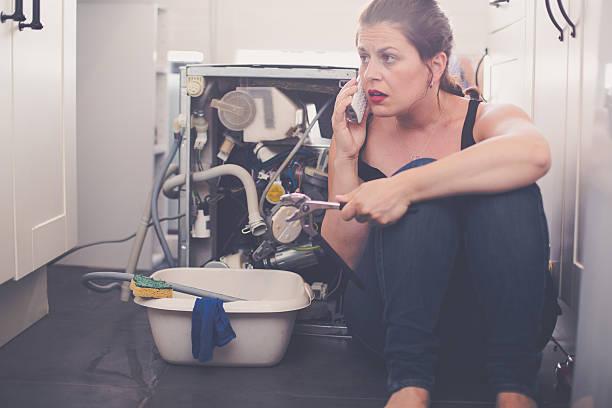 Фото Почему посудомойка не сливает воду – основные причины