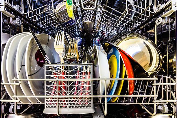 Фото Чому посудомийка стала погано мити - пристрій перевантажено посудом