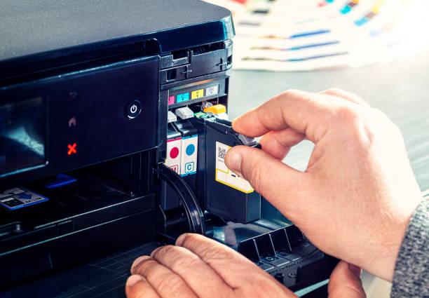 Фото Чому принтер друкує порожні аркуші - переконайтеся, що картриджі встановлено правильно