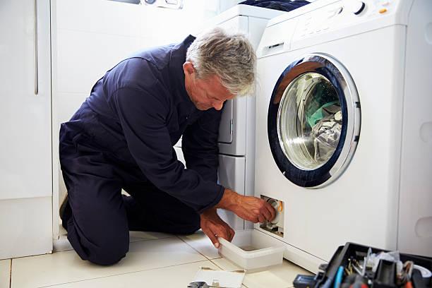 Фото Почему стиральная машина не сливает воду - необходимо почистить сливной фильтр