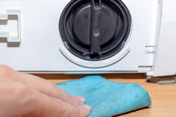 Фото Почему стиральная машина не сливает воду - проверьте сливной фильтр